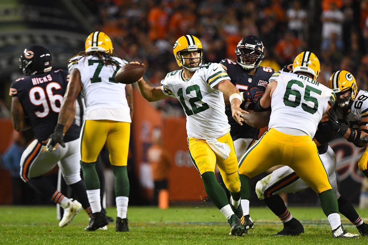 Packers quarterback Aaron Rodgers makes a pass against the Bears at Soldier Field.