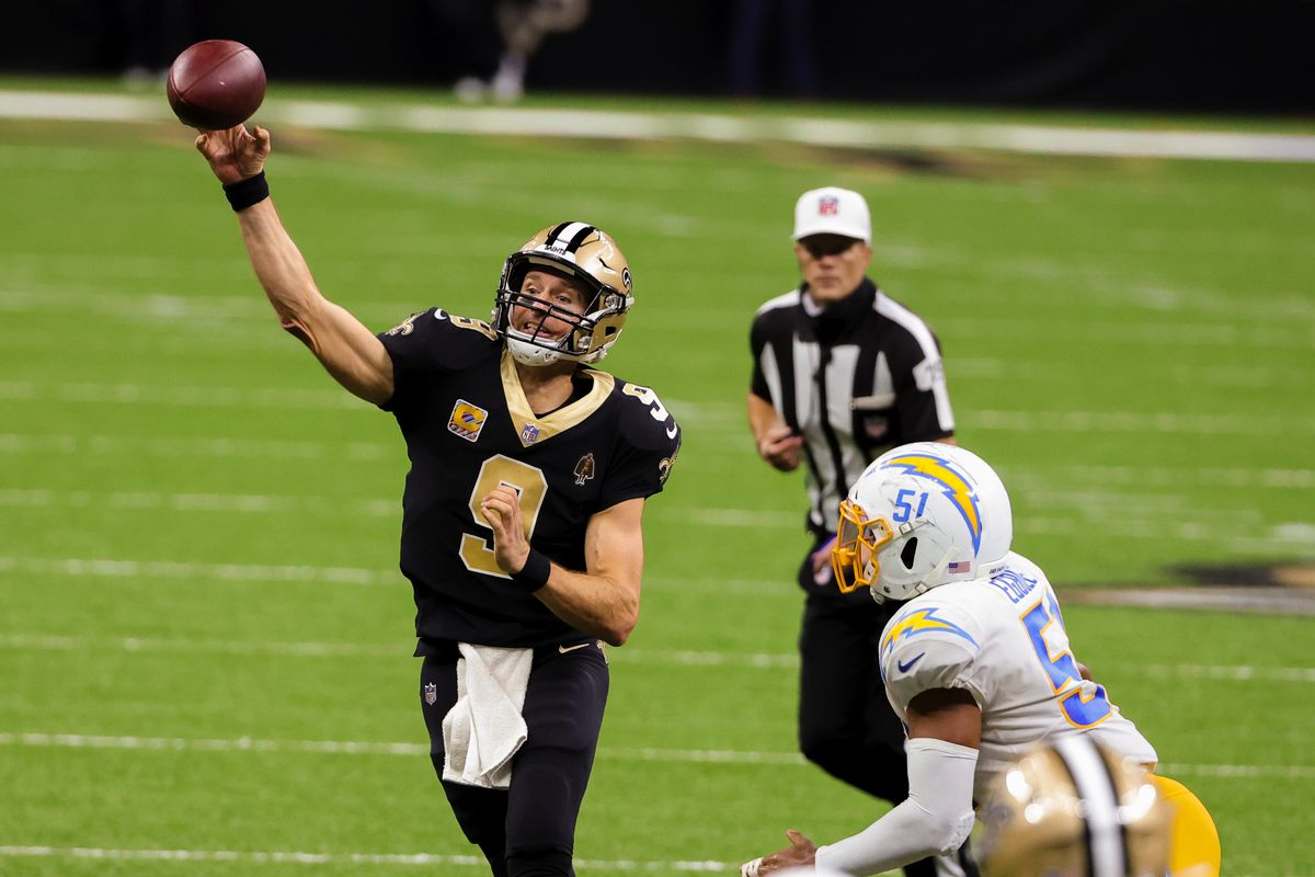 New Orleans Saints quarterback Drew Brees (9) throws against the Los Angeles Chargers during the fourth quarter at the Mercedes-Benz Superdome.