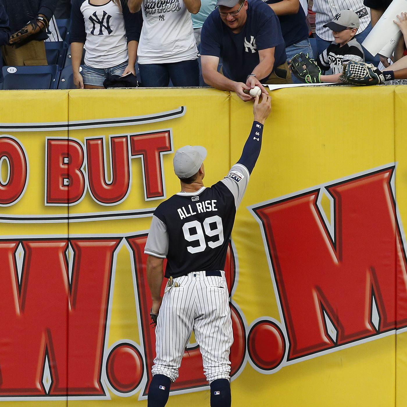 sale retailer 8add0 5eed0 Breaking T debuts Yankees' Players Weekend t-shirt ...