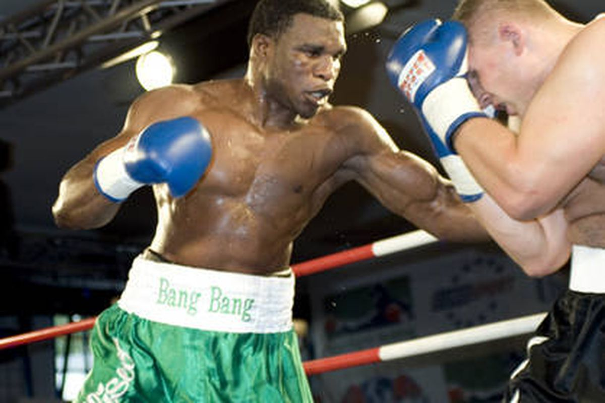 """Oloukun may have launched his own career by ending Brewster's.  via <a href=""""http://www.boxing.de/typo3temp/pics/72095c20a0.jpg"""">www.boxing.de</a>"""