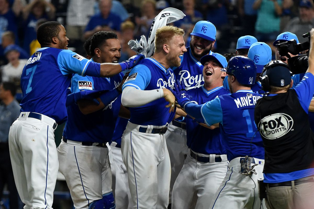 The Royals celebrate a Hunter Dozier's walk-off home run from August 24, 2018.
