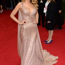 Blake Lively in Gucci Première and Lorraine Schwartz jewels in 2014.