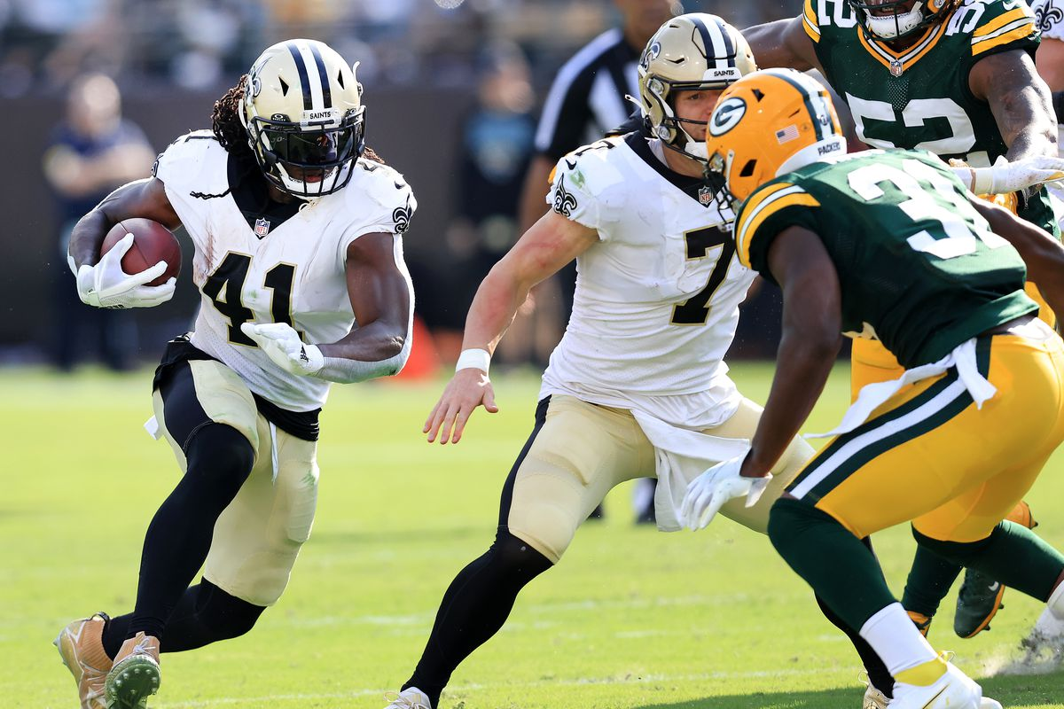 Alvin Kamara #41 of the New Orleans Saints runs with the ball during the first half against the Green Bay Packers at TIAA Bank Field on September 12, 2021 in Jacksonville, Florida.