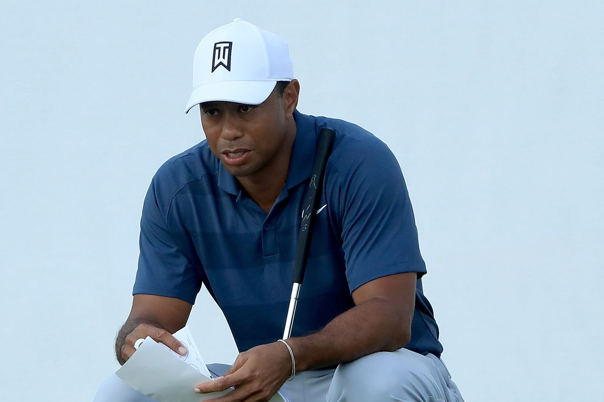 Woods closes within 1 shot of rookie Conners