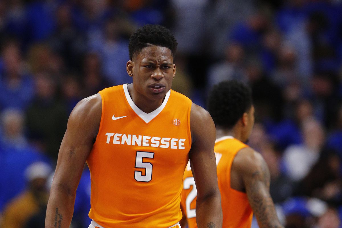 Vols basketball climbs into top 15 after big week