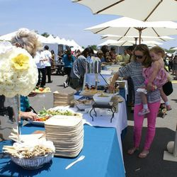 """Shoppers refueled with delish grub from Hollywood's <a href=""""http://lexingtonsocialhouse.com"""">Lexington Social House</a>. Throughout the event, Fiji water provided non-stop rounds of bottled aqua to keep shoppers hydrated."""