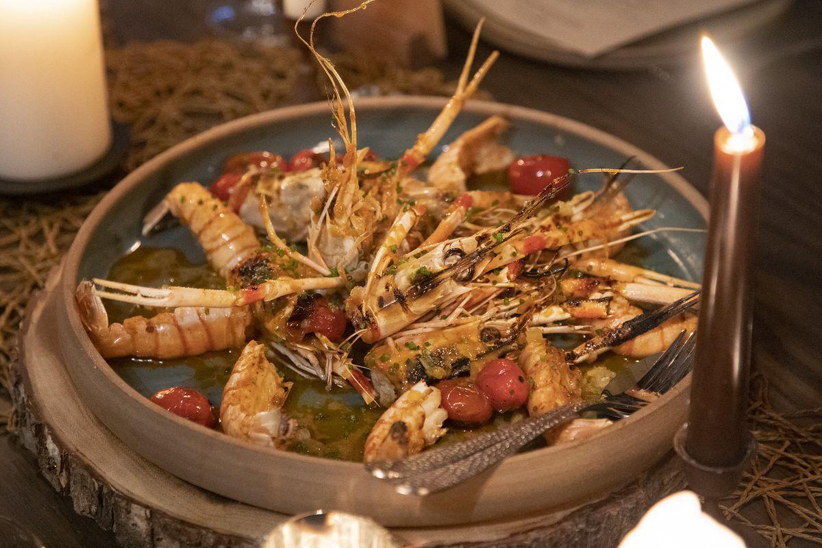 Seafood in a circular plate.