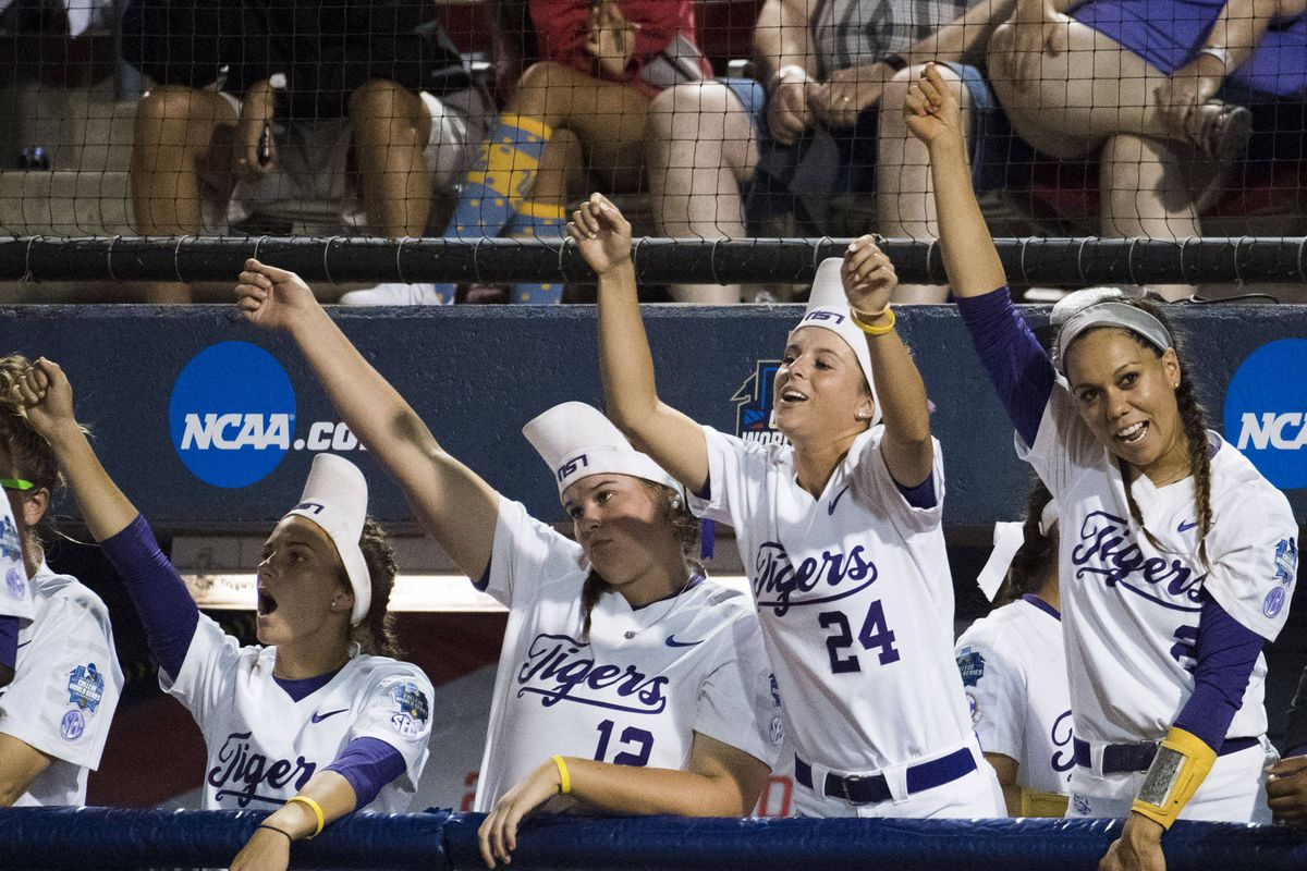 Oregon tops LSU 4-1, will play Oklahoma in WCWS semifinals