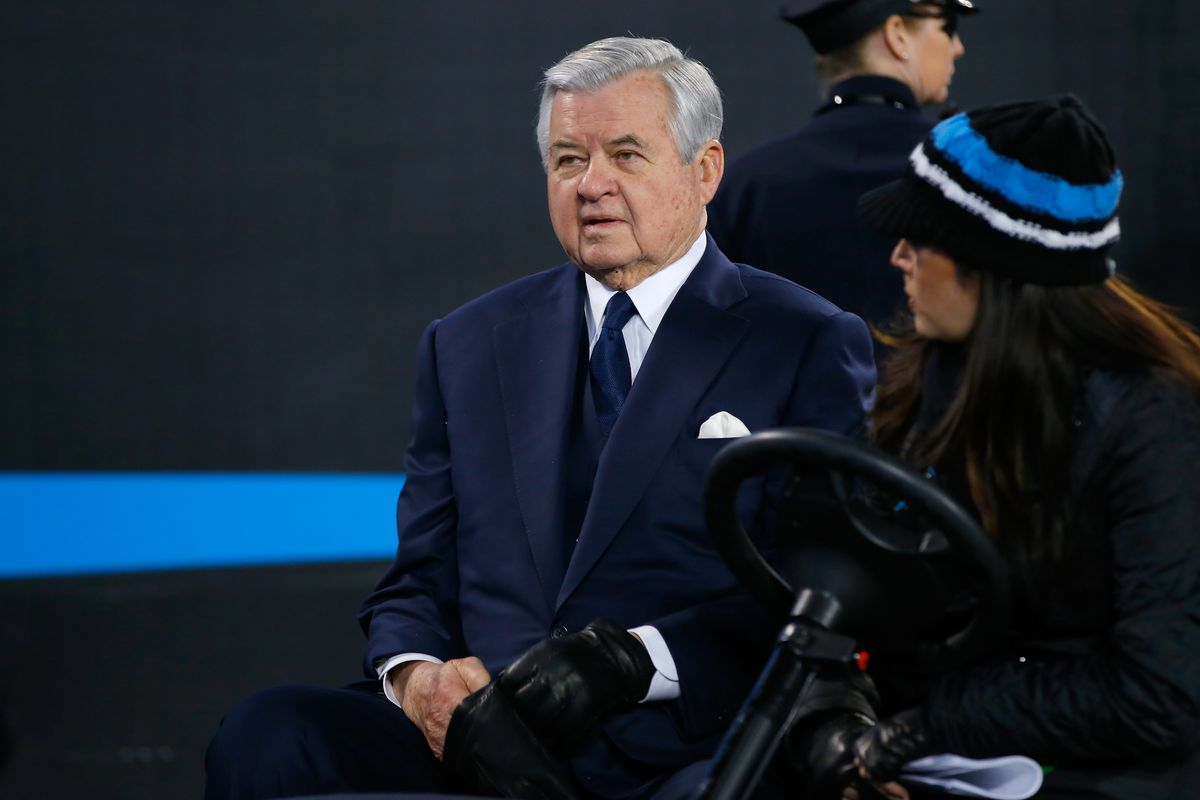 Panthers players meet with team owner Jerry Richardson to discuss social issues