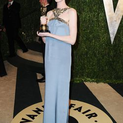 Is Anne Hathaway's second gown (custom Saint Laurent) any better than that pale pink Prada? Not really, right?