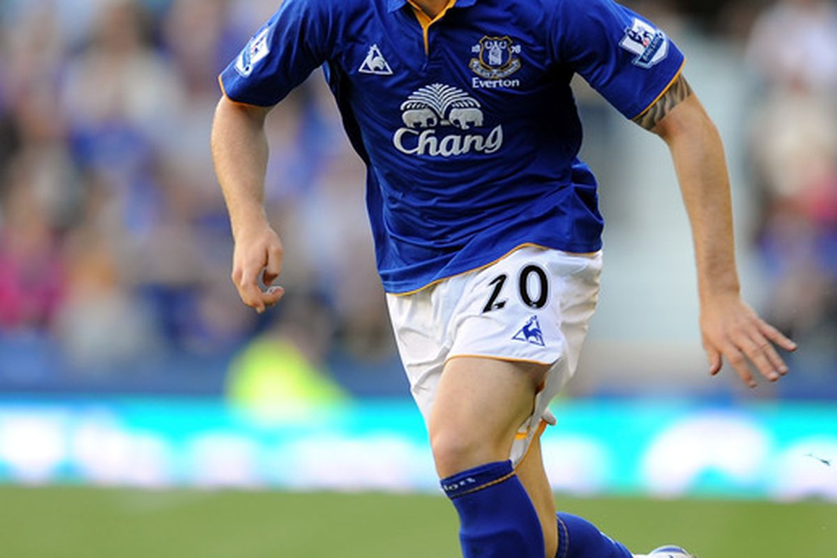 LIVERPOOL, ENGLAND - SEPTEMBER 10:  Ross Barkley of Everton in action during the Barclays Premier League match between Everton and Aston Villa at Goodison Park on September 10, 2011 in Liverpool, England.  (Photo by Chris Brunskill/Getty Images)