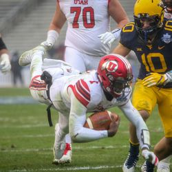 Utah Utes quarterback Tyler Huntley (1) dives forward as the rain starts to fall at the Zaxby's Heart of Dallas Bowl between the Utah Utes and the West Virginia Mountaineers in Dallas Texas on Tuesday, Dec. 26, 2017.