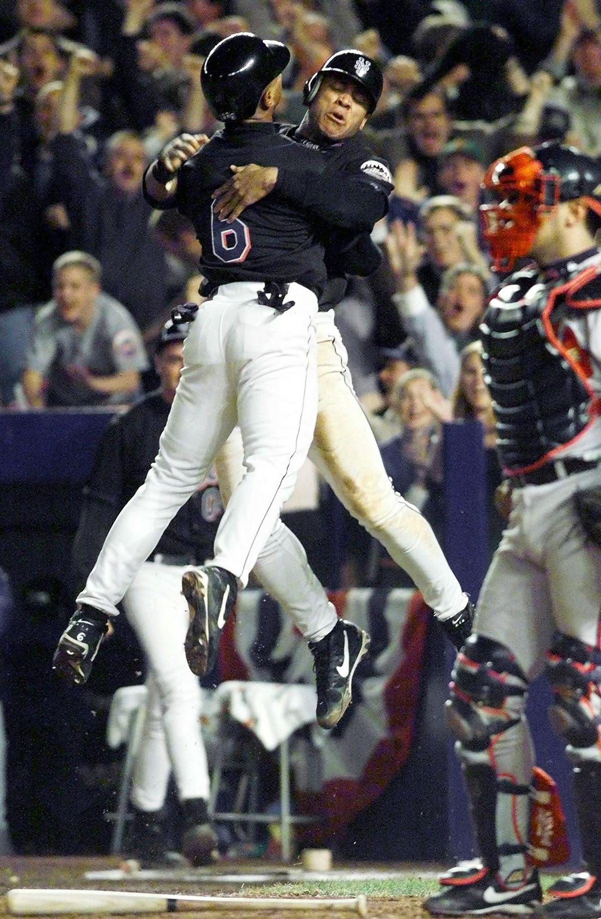 New York Mets Melvin Mora (L) and Ken Cedeno (R) l