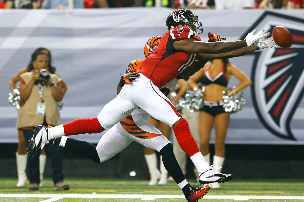 ATLANTA, GA - AUGUST 16:  Julio Jones #11 of the Atlanta Falcons nearly pulls in this reception against Nate Clements #22 of the Cincinnati Bengals at Georgia Dome on August 16, 2012 in Atlanta, Georgia.  (Photo by Kevin C. Cox/Getty Images)