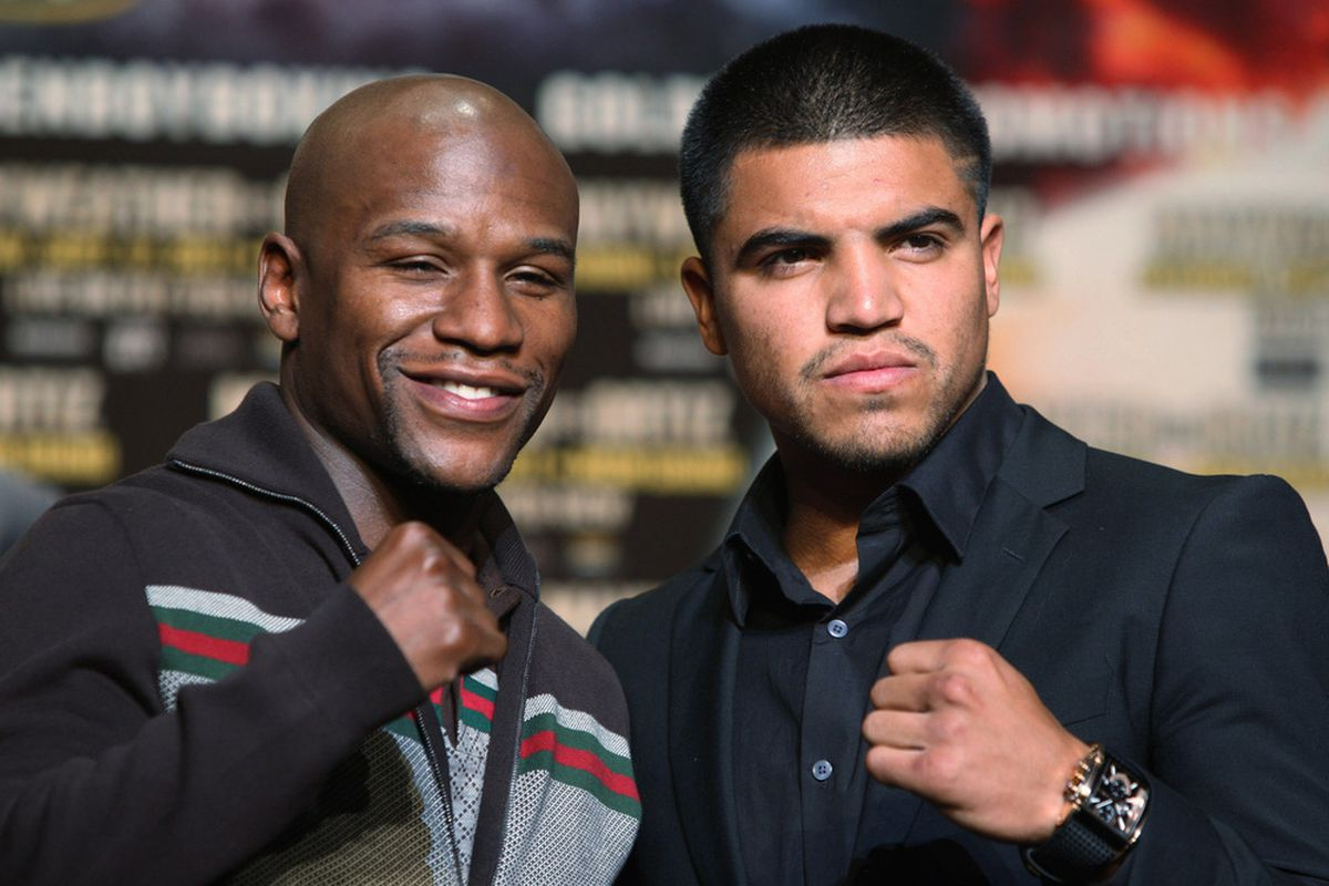 When it comes to money, Floyd Mayweather Jr and Victor Ortiz are a regular odd couple, like that new Kevin Dillon show. (Photo by Daniel Barry/Getty Images)