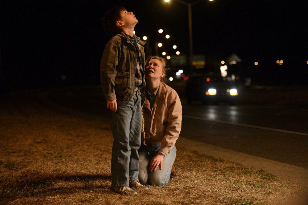 Jaeden Lieberher and Kirsten Dunst in Midnight Special