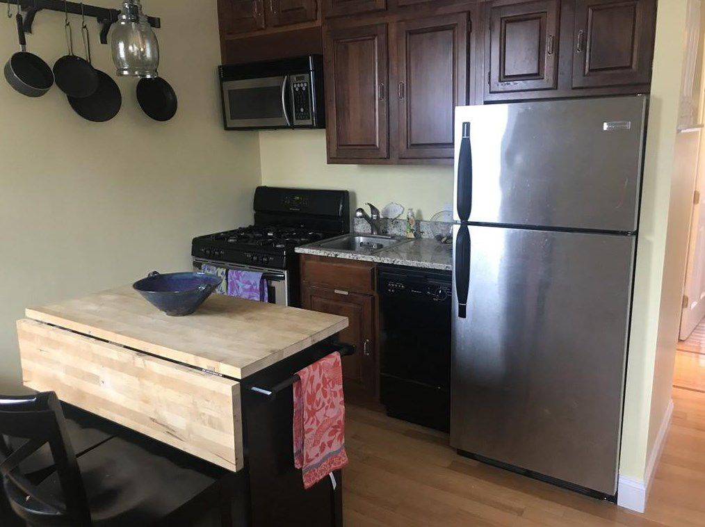 A wider view of that same kitchen.