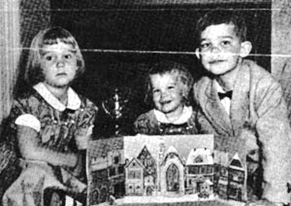 Eisenhower's grandchildren with an Advent calendar, published in Newsweek in 1953
