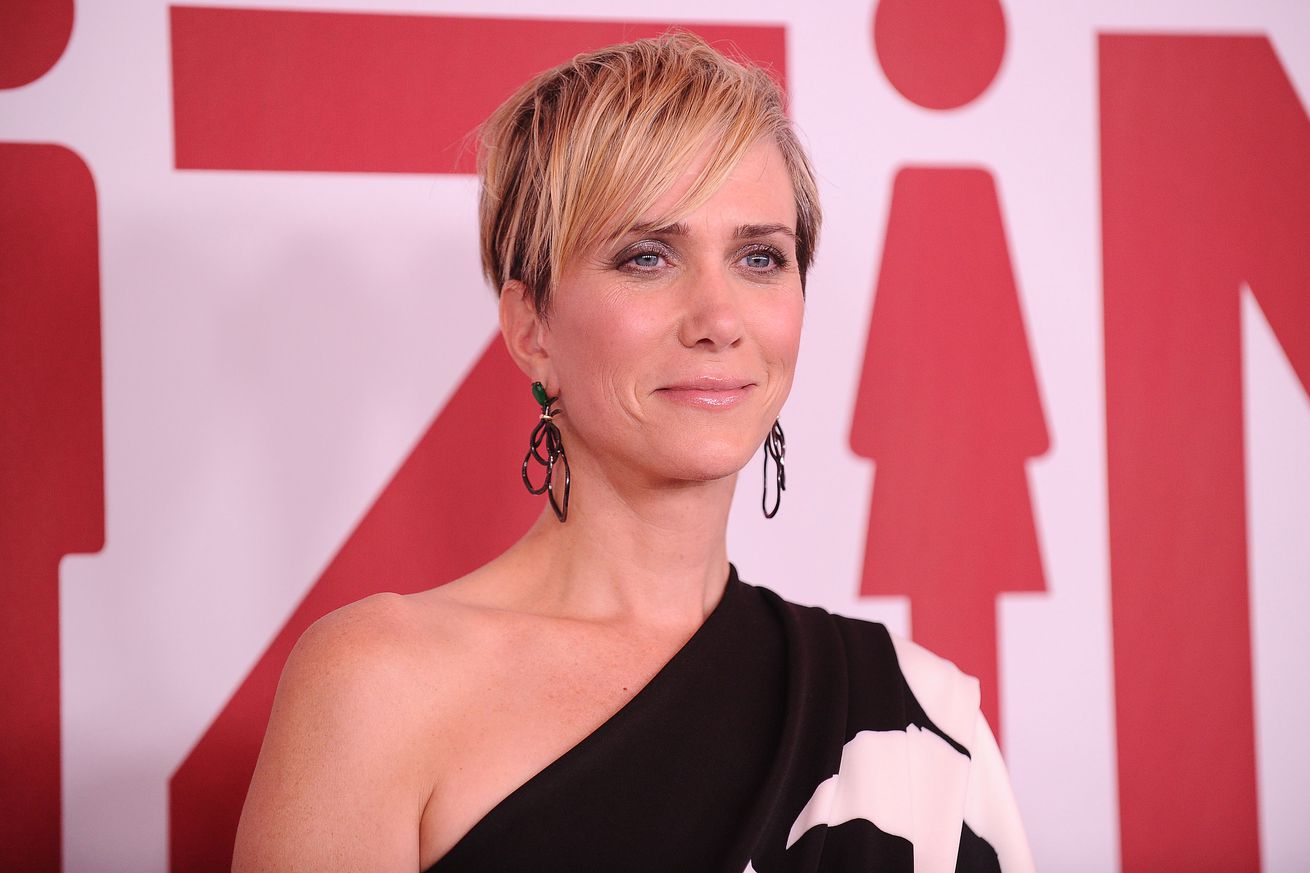 apple s first scripted comedy will star kristen wiig