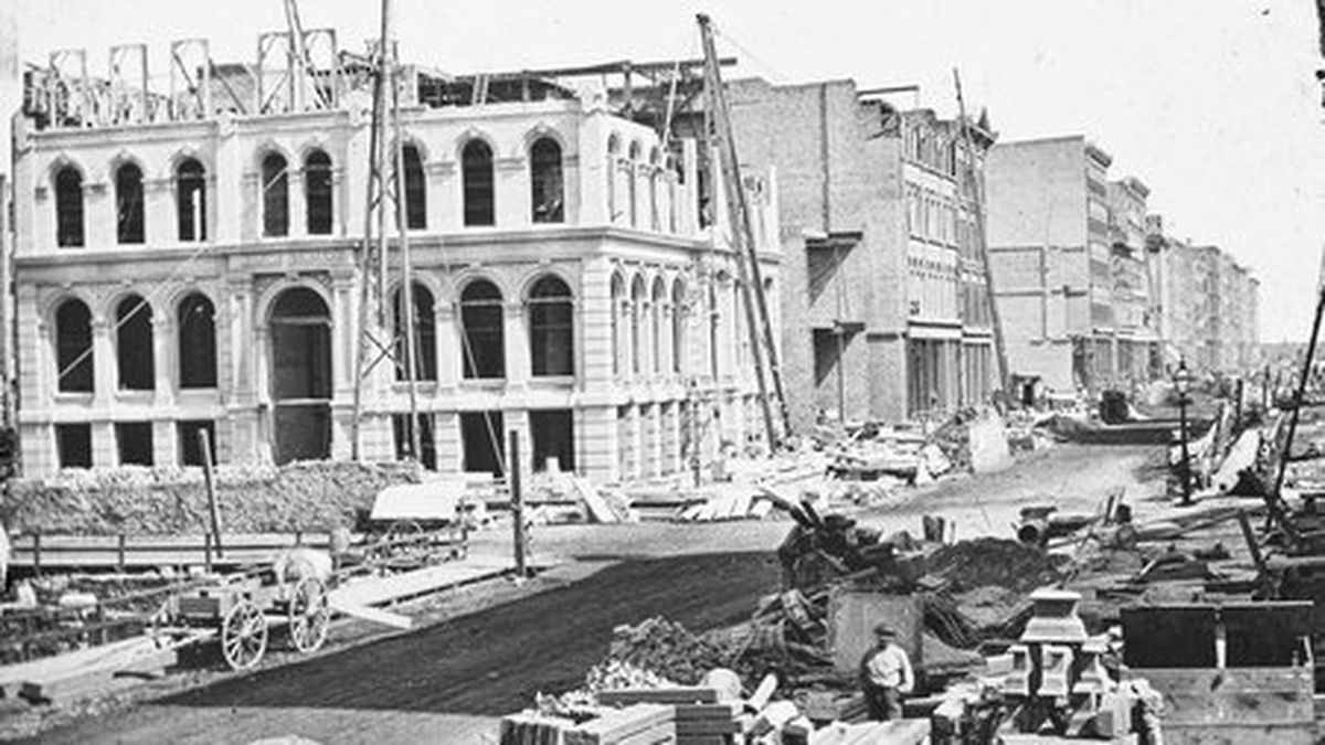 Rebuilding the Marine Building, located on the northeast corner of Lake and LaSalle Streets, after its destruction during the GReat Chicago Fire of 1871.