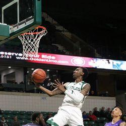 Tim Bond setting up the dunk