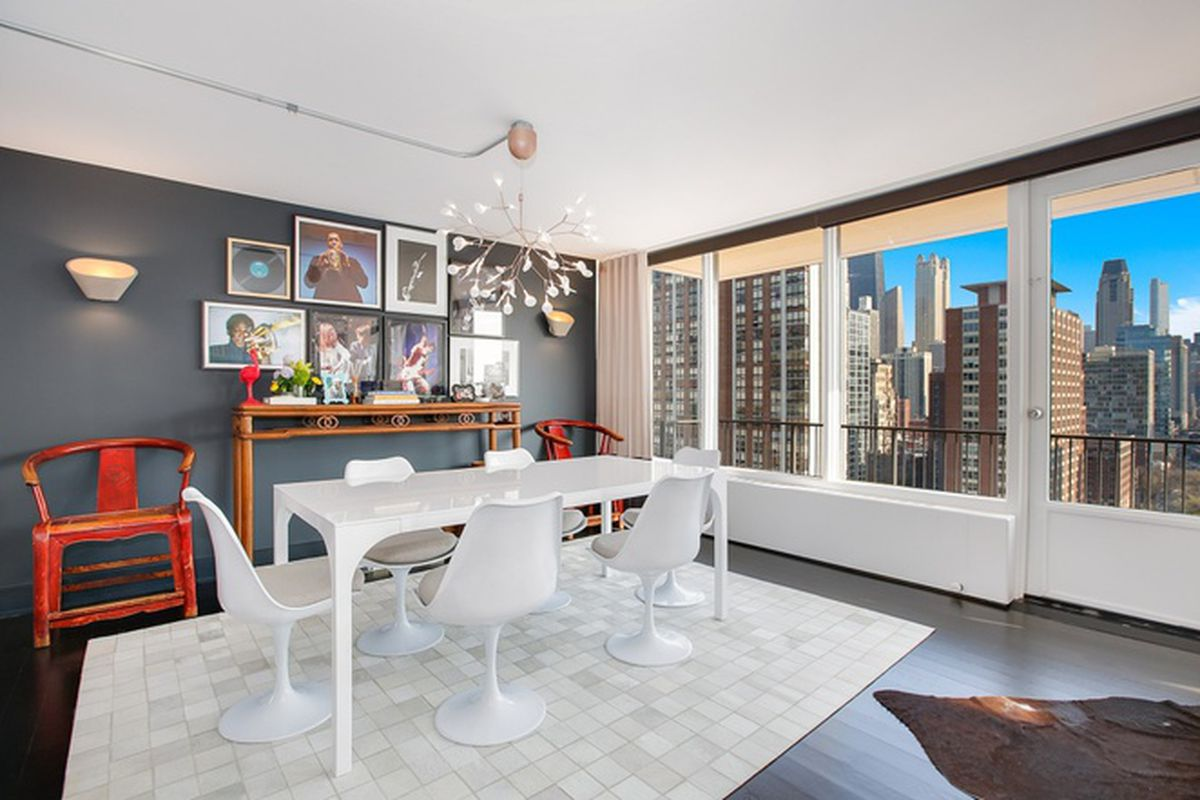 Spacious Updated Three Bedroom Gold Coast Condo Lists For 775k Curbed Chicago