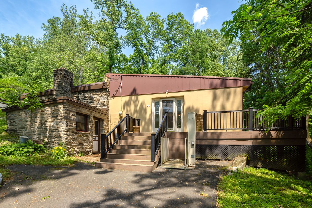 Pony Up 500k For This Roxborough Ranch With A Horse Stable Curbed Philly