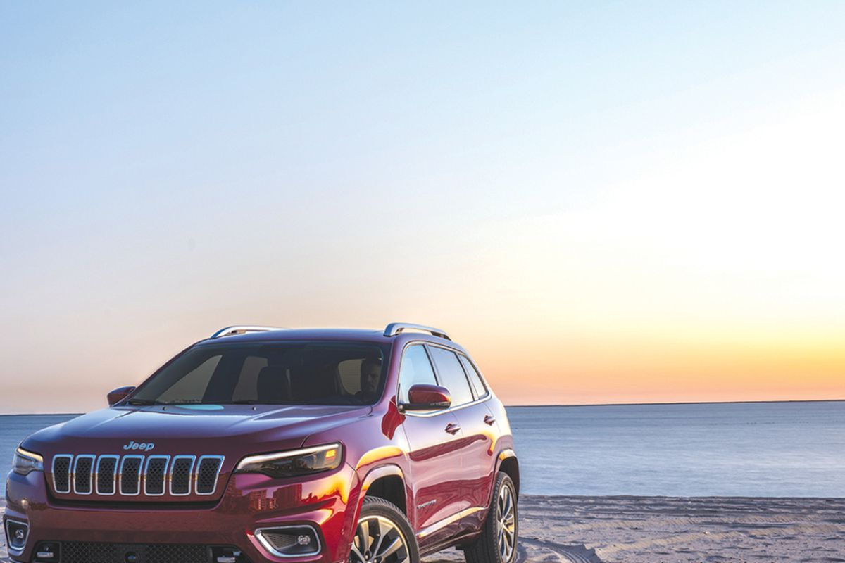 Jeep Cherokee gets new front end, engine choice - Chicago