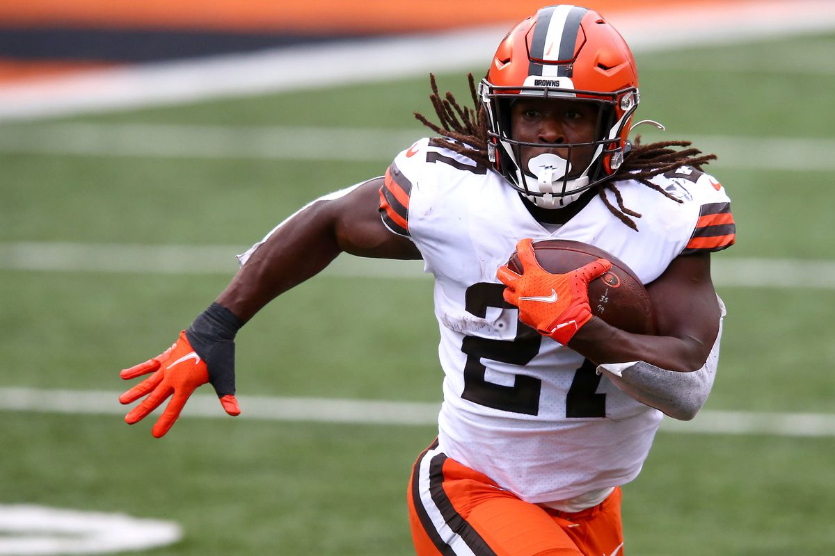 Cleveland Browns running back Kareem Hunt (27) carries the ball during the fourth quarter of a Week 7 NFL football game against the Cincinnati Bengals, Sunday, Oct. 25, 2020, at Paul Brown Stadium in Cincinnati.