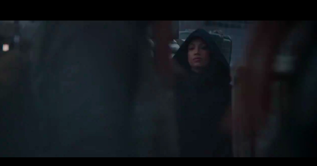 All people thinks Sasha Banks is Rosario Dawson in 'The Mandalorian' trailer thumbnail