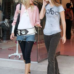 Oversized belt worn at the hips: check. Frayed denim shorts: check. Leggings: check. Massive Jackie O. sunglasses: CHECK. This was Kimberly Stewart's and everyone else's fashion checklist in 2005.