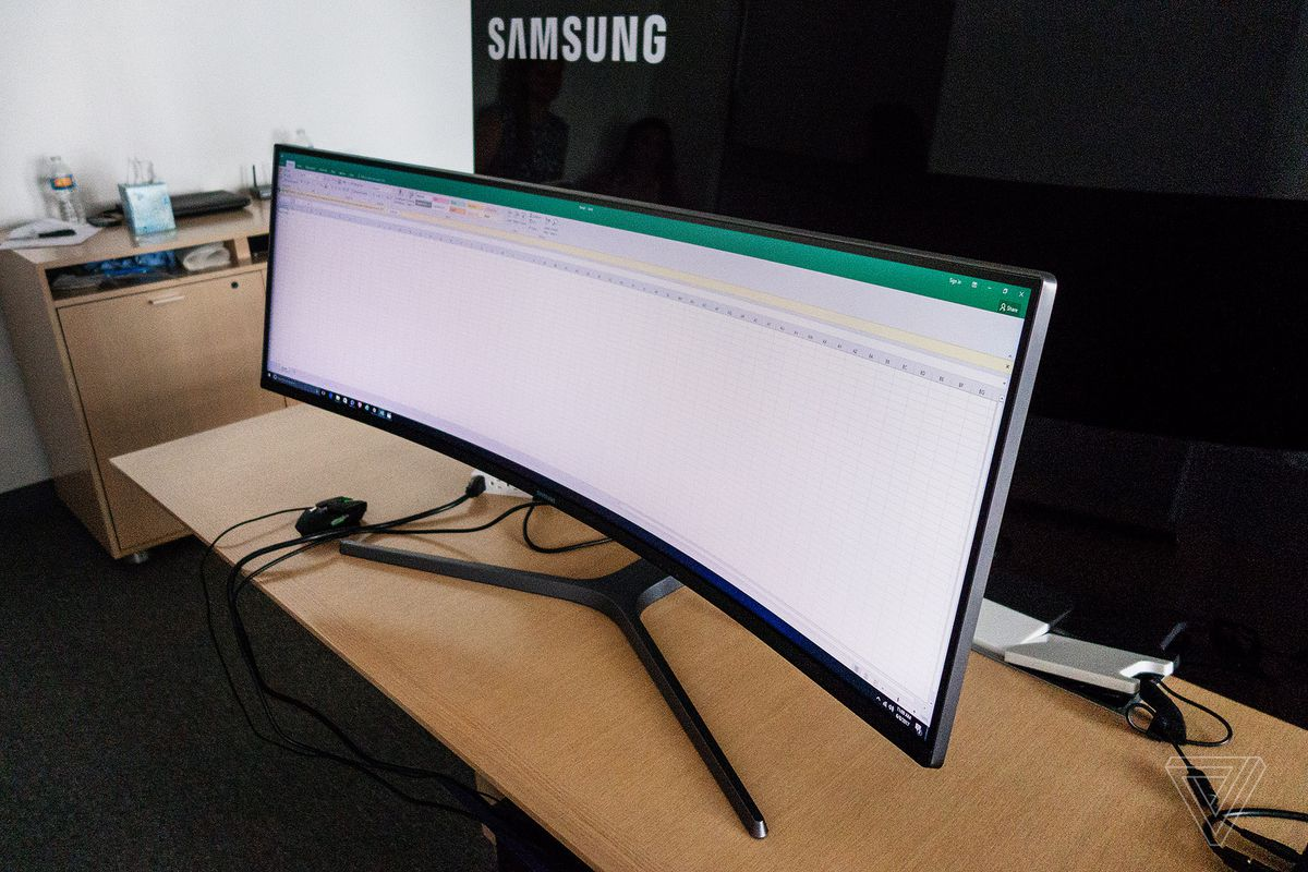 Samsung's Curved Gaming Monitors Come With Ultrawide 49-Inch Model