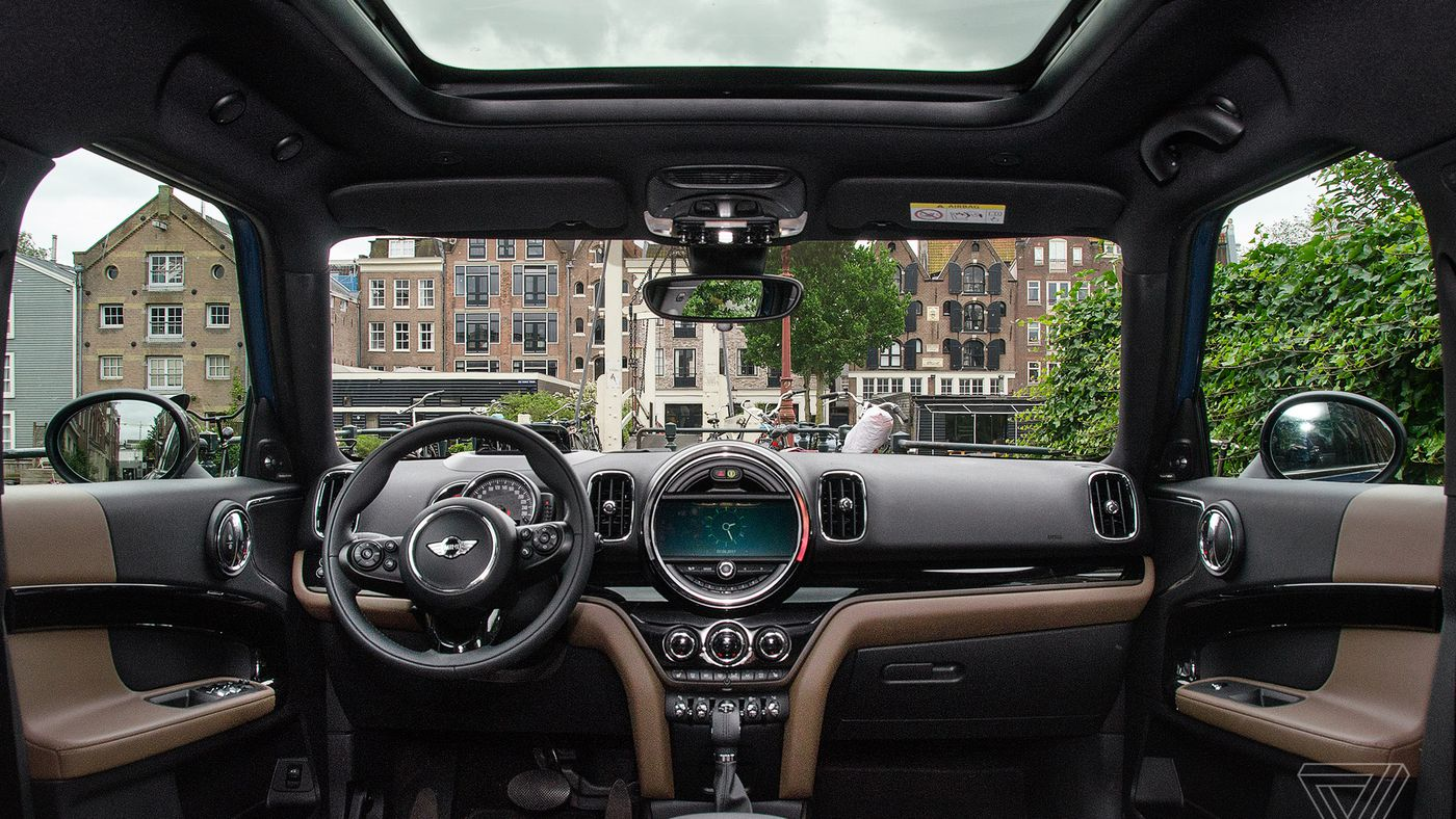 ScreenDrive: Mini Cooper S Countryman is the ultimate '90s