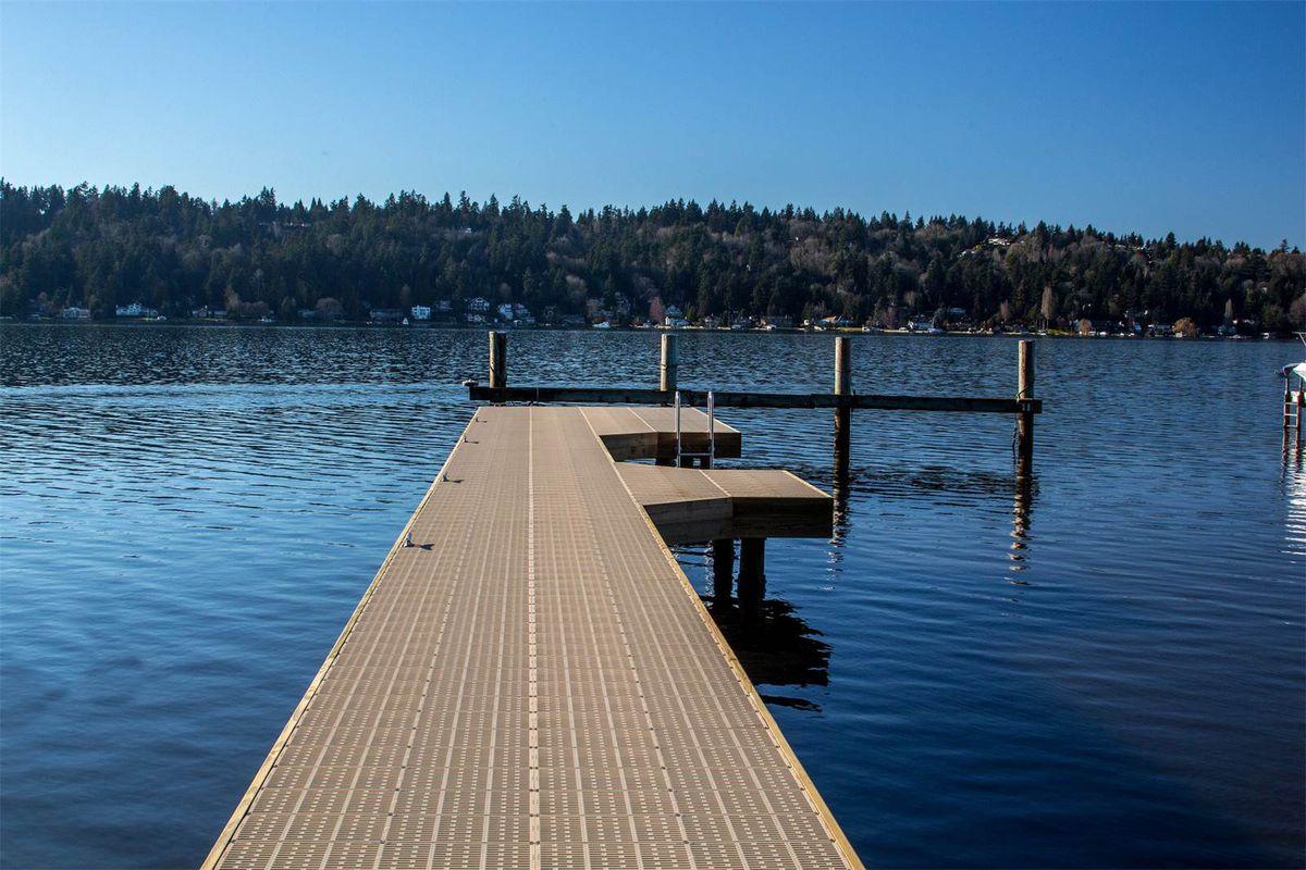 A long dock reaching into Lake Washington