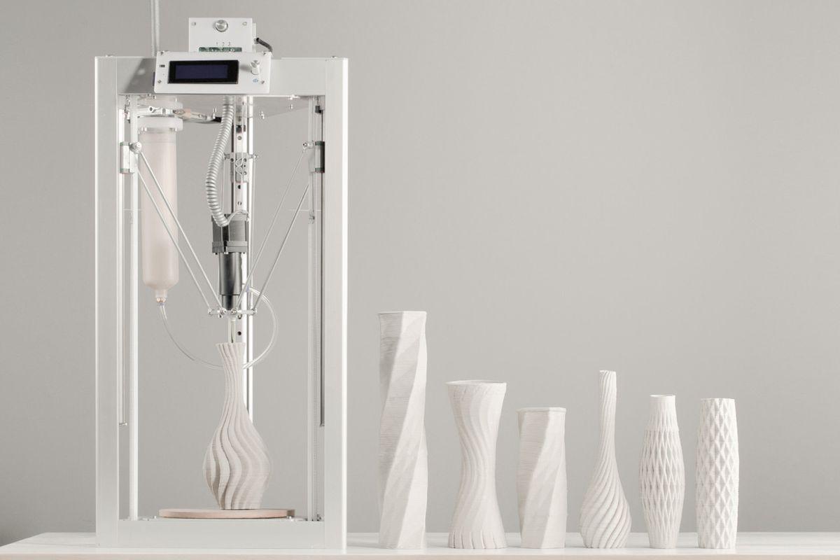 3D printer with white ceramics