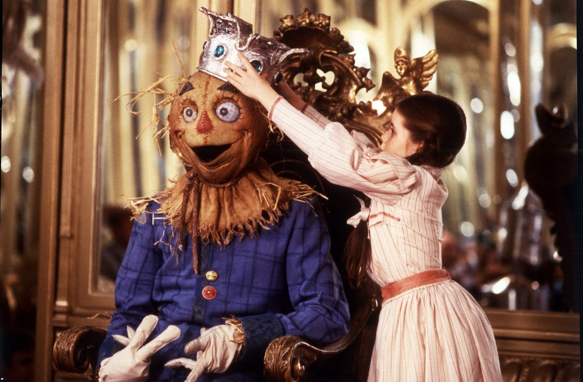 Fairuza Balk as Dorothy Gale placing a crown on the head of the Scarecrow in Return to Oz.