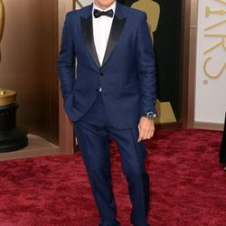 Kevin Spacey went with a blue Burberry tuxedo with black lapels. Find Burberry at the Forum Shops at Caesars.