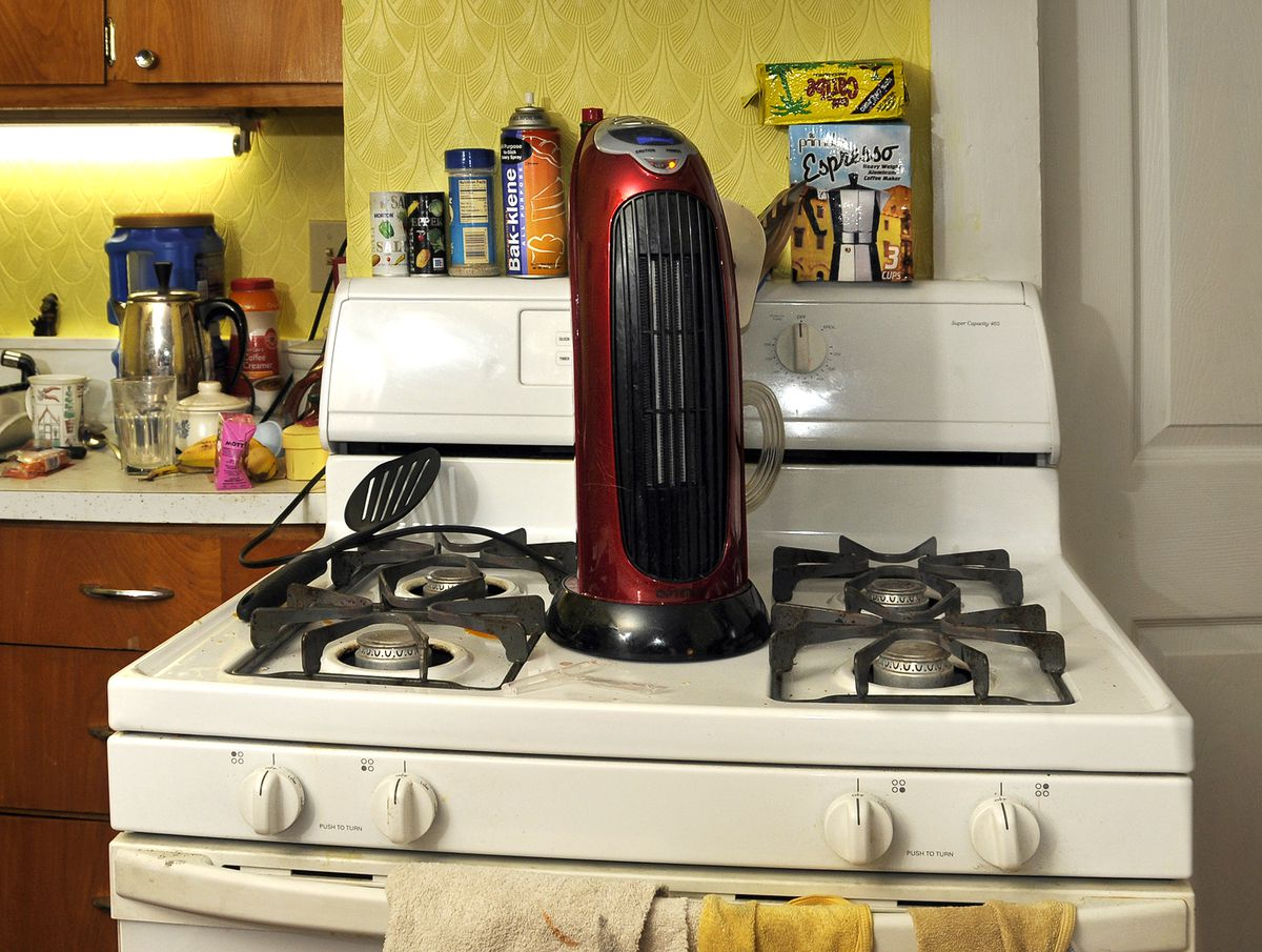 Gas stove cooking routinely generates unsafe levels of indoor air pollution