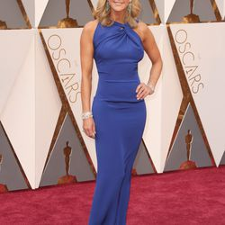 Lara Spencer wears a royal blue gown. Photo: Todd Williamson/Getty Images