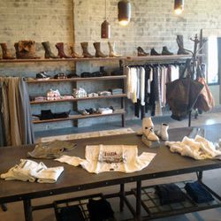 """Now that you're sufficiently fueled, walk next door to avant-garde boutique <a href=""""http://minniets.com/"""">Minnie T's</a> <a href=""""http://la.racked.com/archives/2014/08/19/minnie_ts_brings_avantgarde_goods_to_samos_ocean_park_blvd.php"""">relocated</a> digs"""