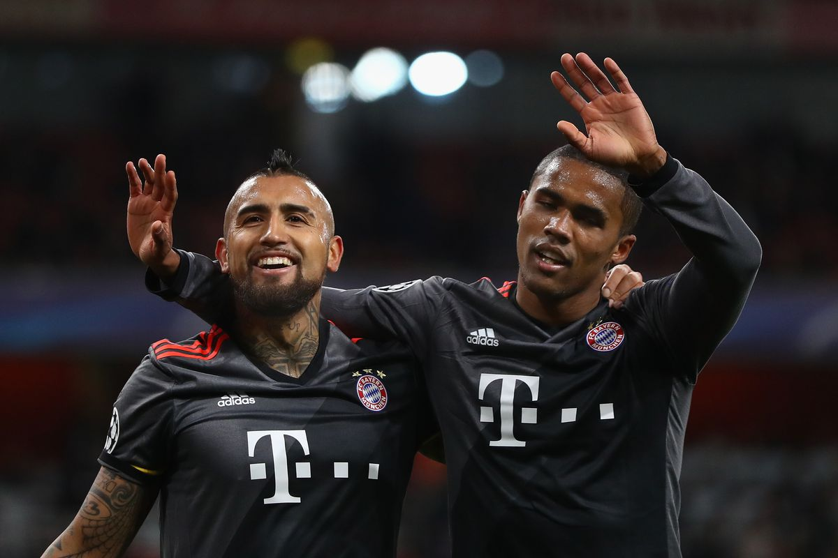 Juventus 'open talks for Douglas Costa'