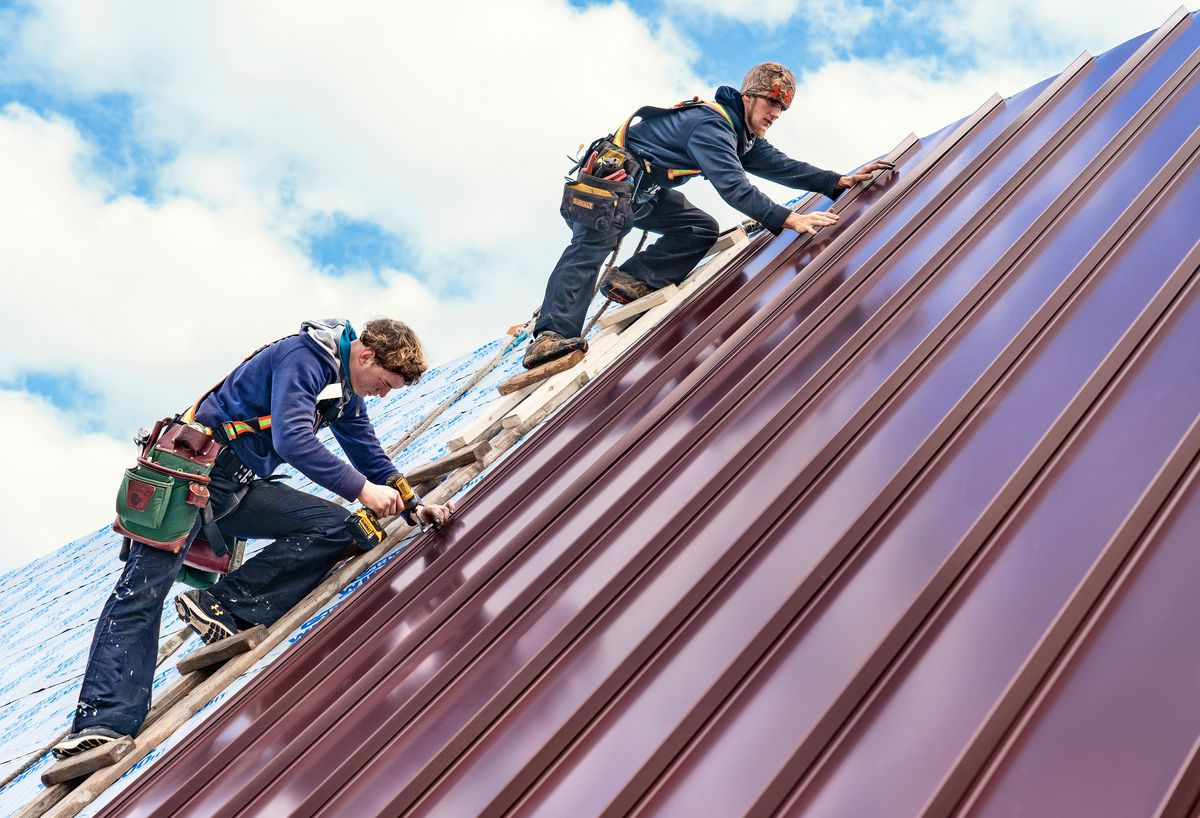 installing a metal roof, July/Aug 2020