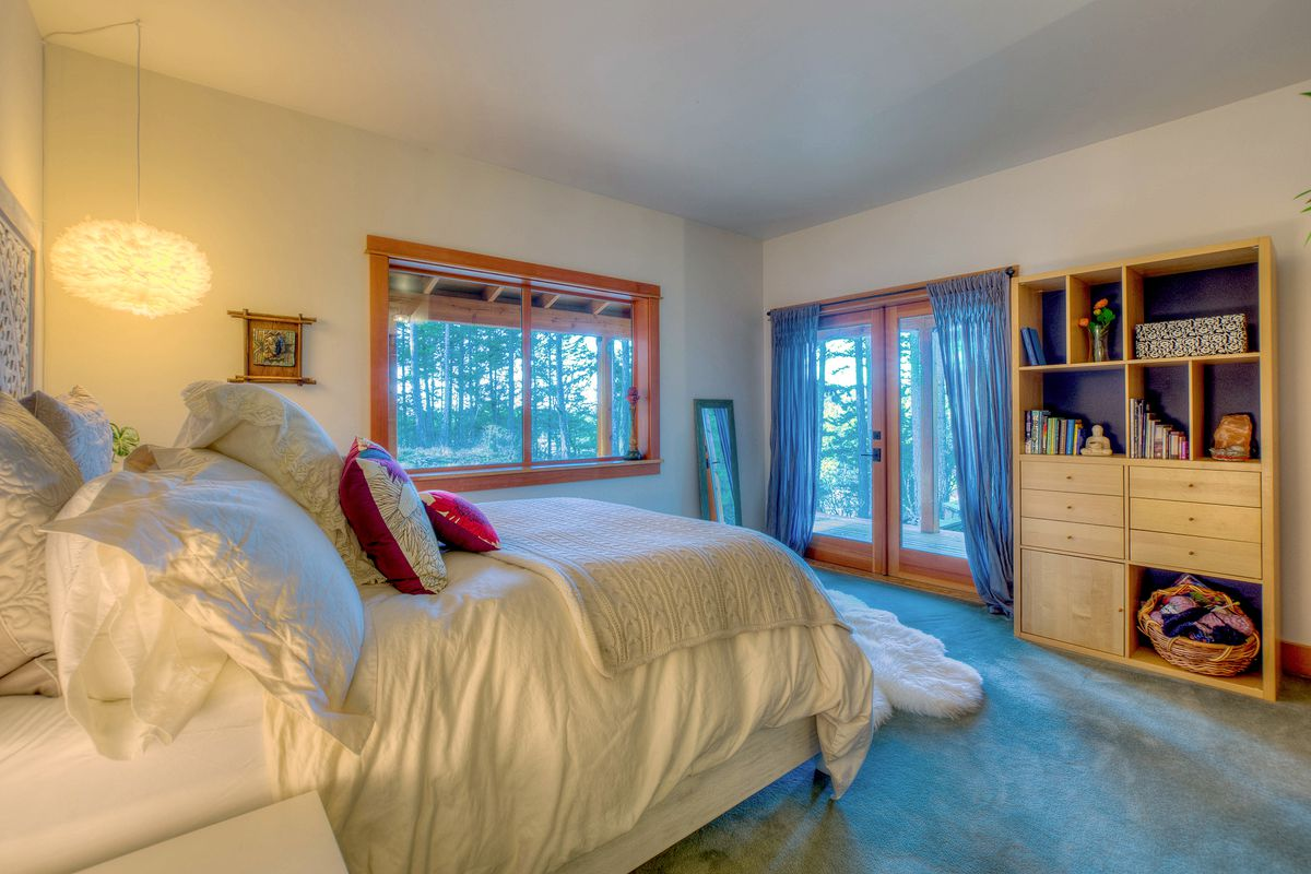 An Orcas cabin and yurt for the perfect island lifestyle - Curbed ...