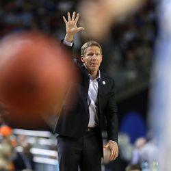 Gonzaga coach Mark Few signals during the NCAA championship game against North Carolina, Monday, April 3, 2017, in Glendale, Ariz.