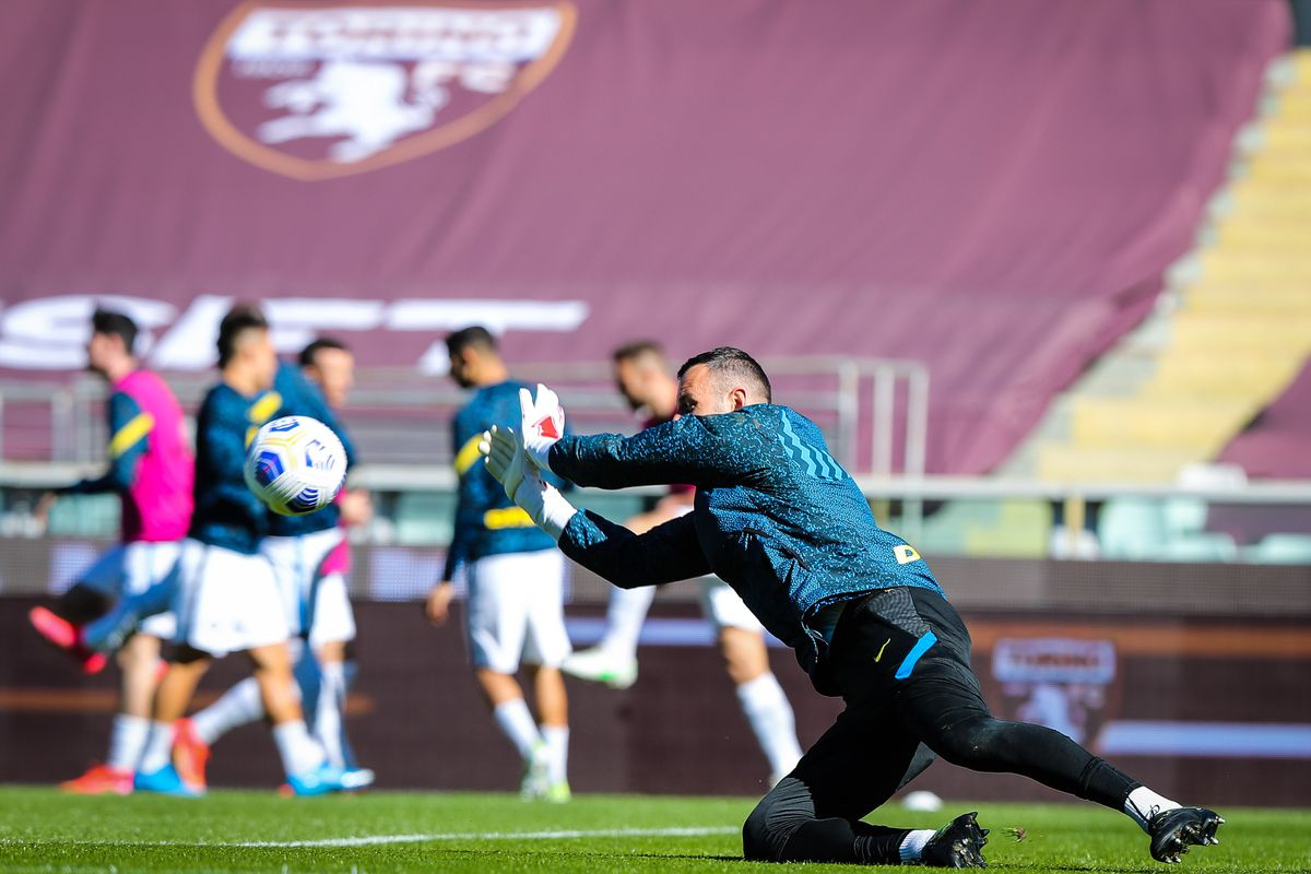 Samir Handanovic of FC Internazionale warms up during the...