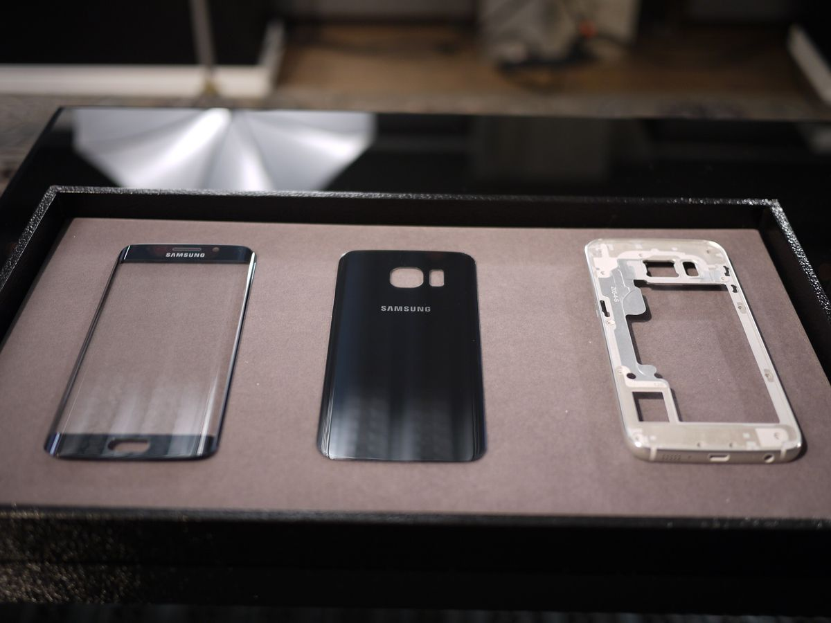 The new Galaxy S6 models feature a metal frame and a glass body.
