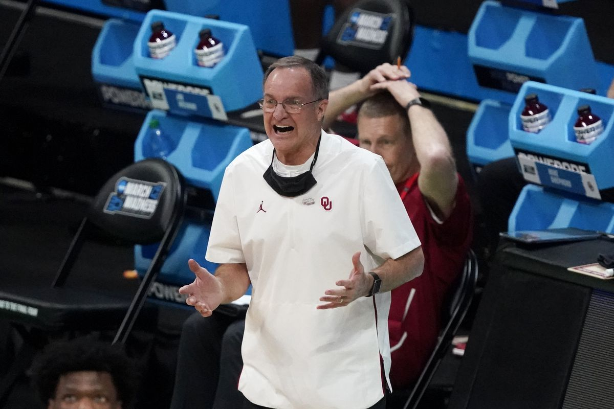 Oklahoma basketball coach Lon Kruger, who coached at Illinois for four seasons in the late 1990s, announced his retirement.