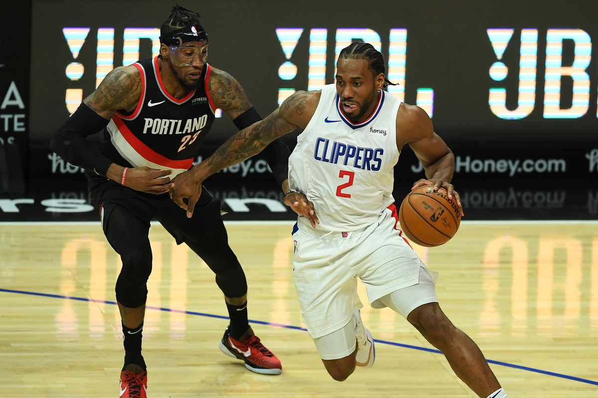 Los Angeles Clippers forward Kawhi Leonard (2) is defended by Portland Trail Blazers forward Robert Covington as he drives to the basket in the first half of the game at Staples Center.