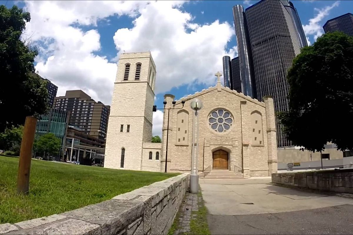 "Photos via <a href=""http://marinerschurchofdetroit.org""> Mariners' Church of Detroit</a>"