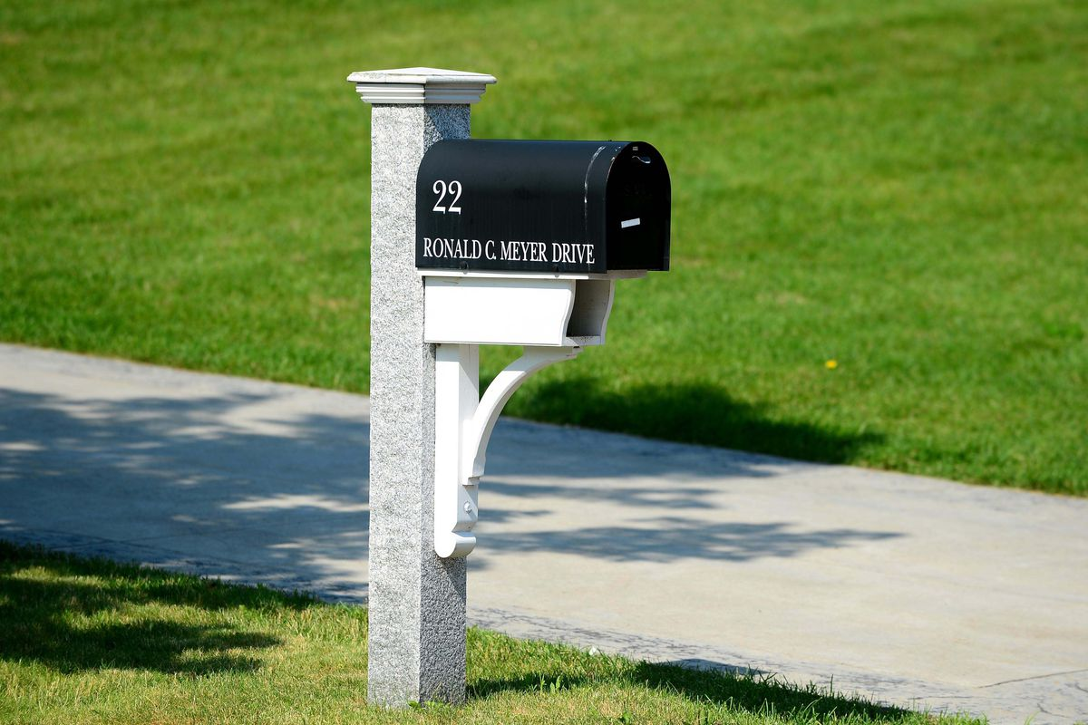 This is Aaron Hernandez's mailbox. He didn't get any of your questions, so don't worry.